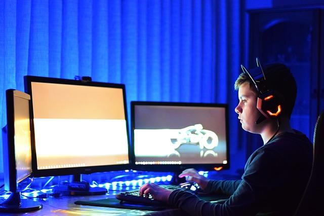 Svět online her v malé kostce