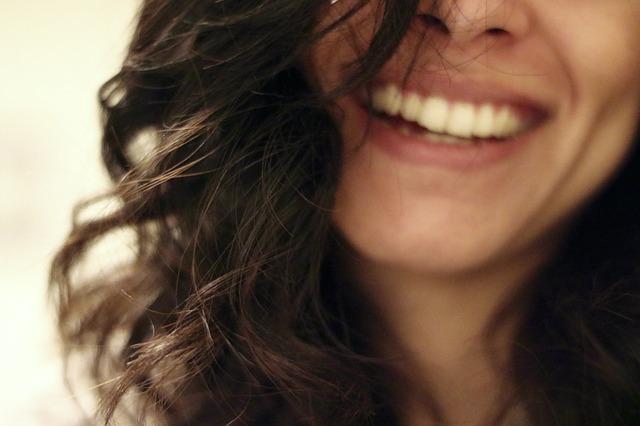 brunetka s úsměvem.jpg
